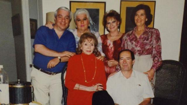 Rosita Serrano con su familia.