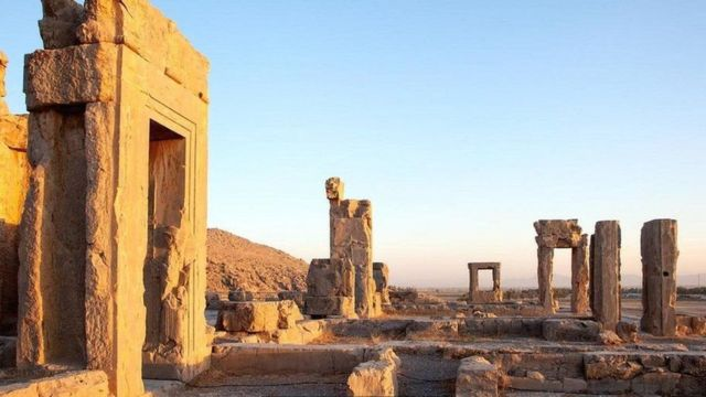 ઈરાનમાં આવેલી પ્રાચીન ઇમારતો