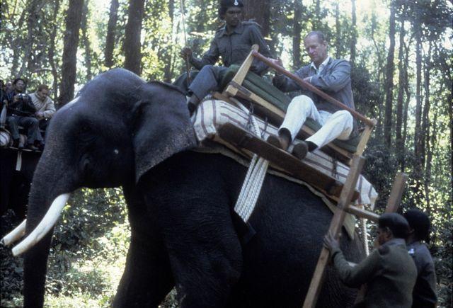 愛丁堡公爵1983年訪問印度,騎大象。