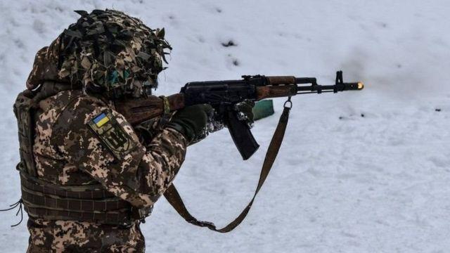 El pasado mes de abril Moscú volvió a desplegar tanques y tropas en Dombás, la frontera entre Ucrania y Rusia.
