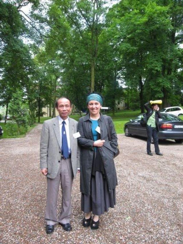 Olga Tokarczuk và dịch giả Lê Bá Thự tại Hội nghị dịch giả văn học Ba Lan toàn thế giới tại cố đô Krakow năm 2013.