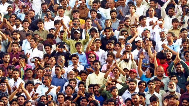 Gente en India.