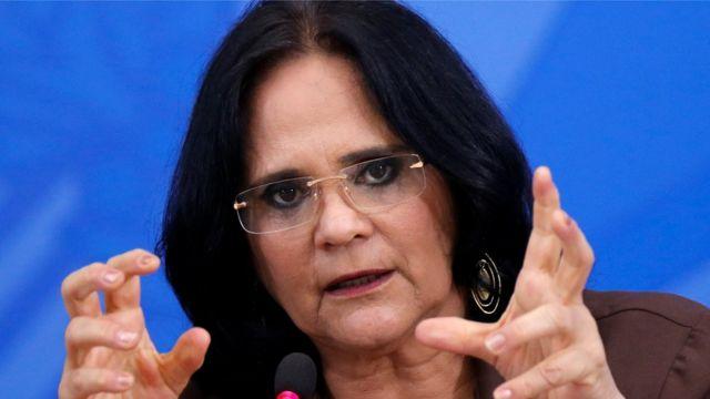 Ministra da Família, Mulher e Direitos Humanos, Damares Alves em uma conferência em Brasília