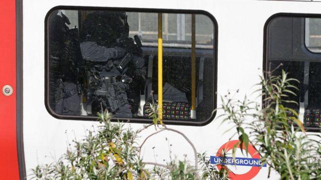 Поліція і детективи оглянули вагони усього потяга