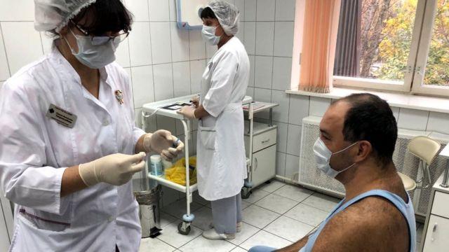 Birçok sağlık görevlisinden Sputnik V denemelerine gönüllü olarak kaydolmaları istendi