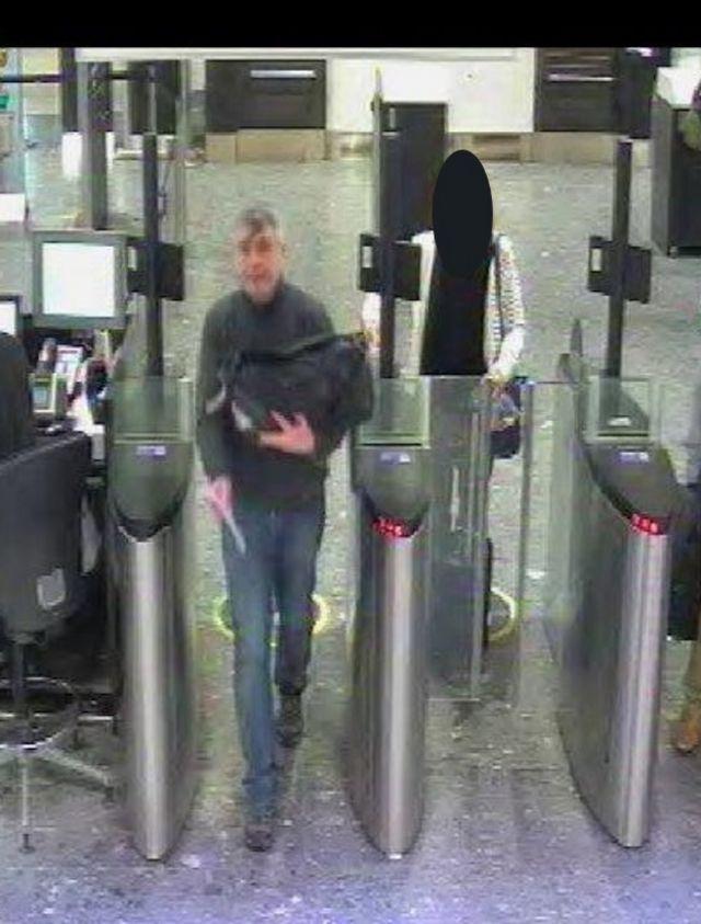 Еще одна камера наружного наблюдения запечатлела Сергеева в аэропорту