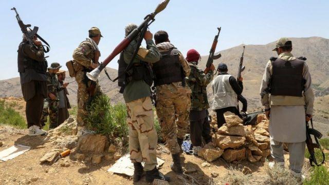 Batılı orduların çekilmeye başlamasının ardından yerel milisler Afgan kolluk kuvvetlerine destek veriyor