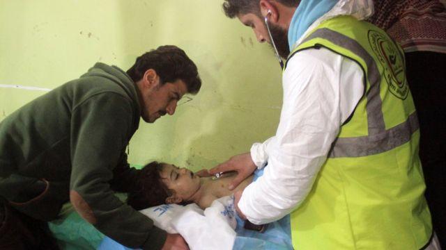 Saldırıdan etkilenen bir çocuk tedavi görüyor