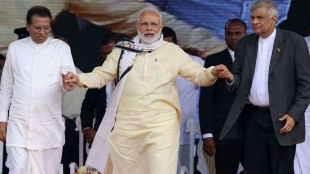 श्रीलंका के राष्ट्रपति मैत्रीपाला सिरीसेना, भारतीय पीएम नरेंद्र मोदी और श्रीलंका के प्रधानमंत्री विक्रमासिंघे