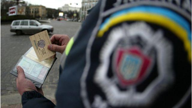 Теоретично з листопада водії зможуть мати свої права і техпаспорт у смартфоні, а поліція матиме техзасоби для їх перевірки