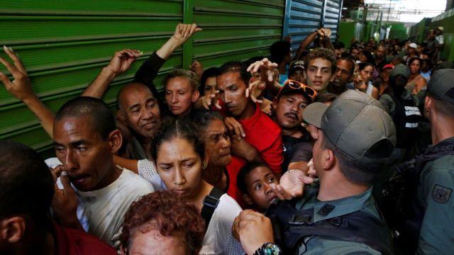 Fila por comida en Venezuela