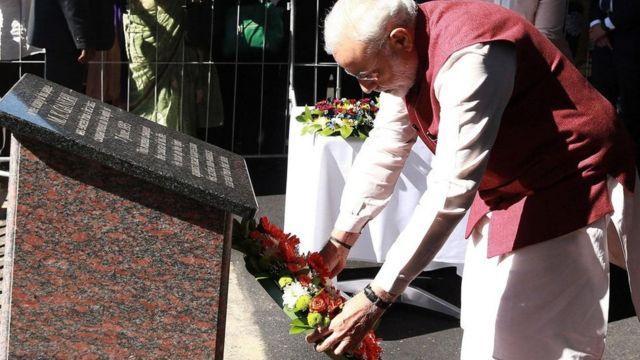 Premiê indiano deposita flores em memorial a Gandhi