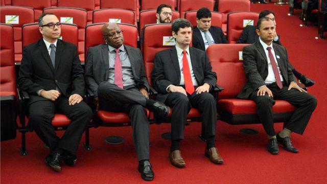 Joaquim Barbosa em sessão do TSE