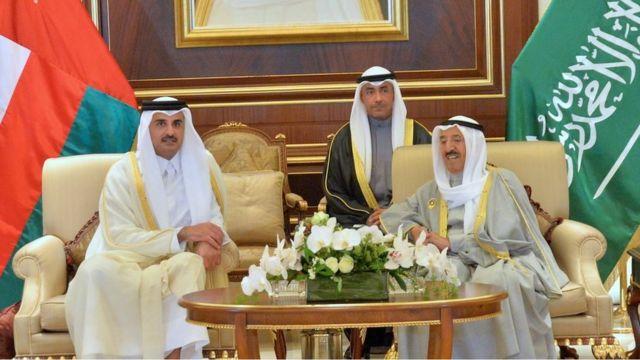 أمير قطر يرأس وفد بلاده في القمة