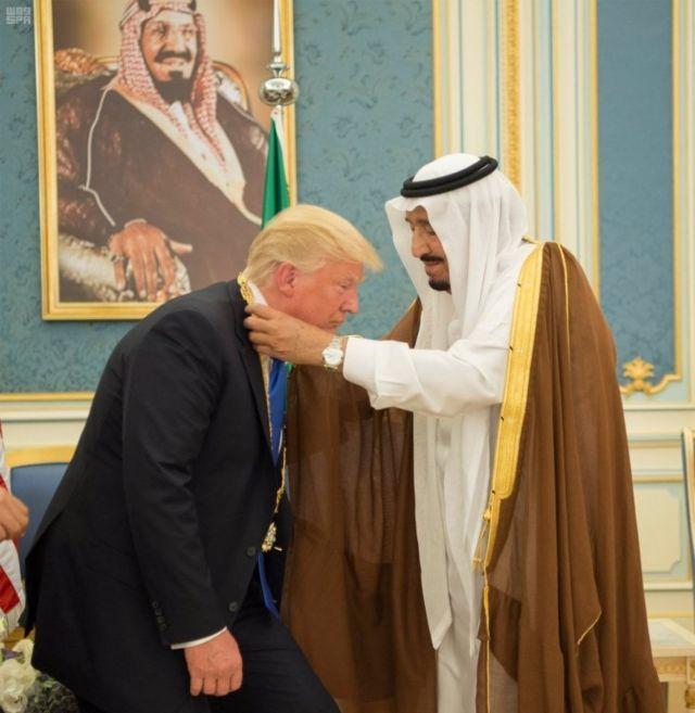 Trump ve Kral Selman madalya