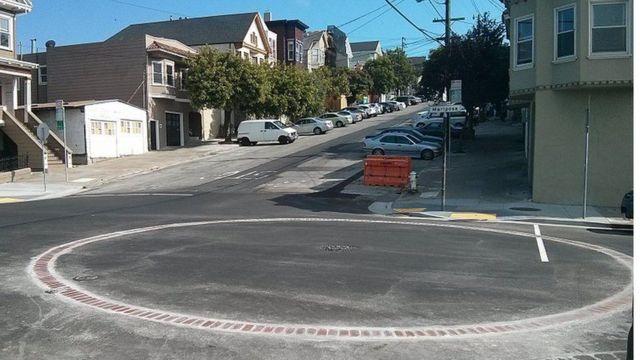Cisterna en la intersección de las calles Mariposa y Missouri en San Francisco