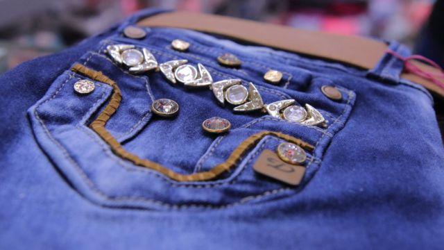 El Levanta Cola Y El Diseno Van De La Mano El Secreto Detras Del Exito De Los Jeans Colombianos Bbc News Mundo