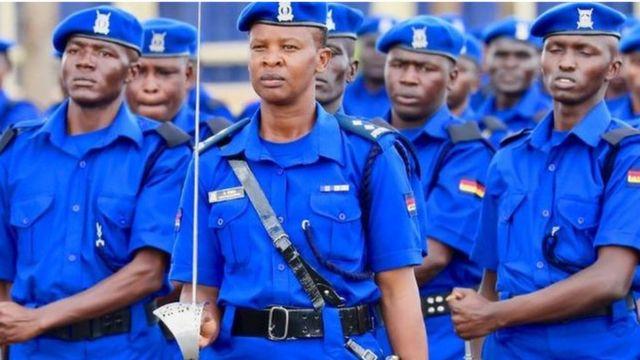 Kuanzia tarehe Mosi Januari, 2020, polisi wanawake nchini Kenya watatakiwa kufuata kikamilifu sheria na kanuni za mavazi ya polisi nchini huo.