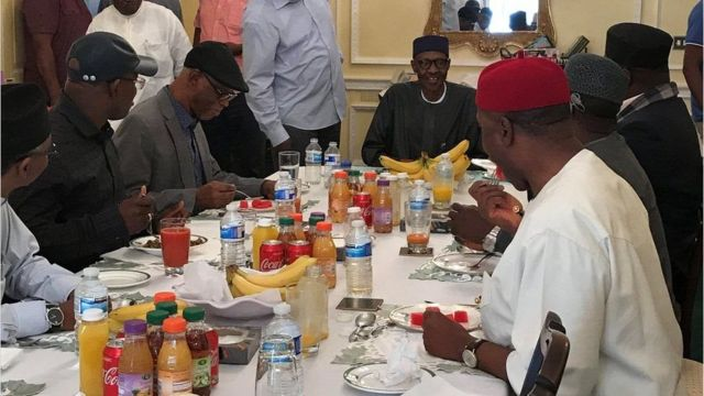 Madaxwayne Muhammadu Buhari oo la qadaynaya ergadda