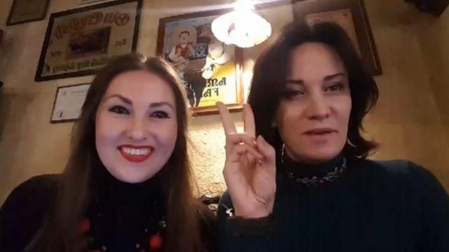 Скріншот трансляції Софії Федини і Марусі Звіробій у Facebook