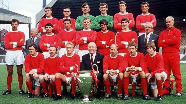 John Aston Jr (top row, second left) and the Manchester United squad, pictured with the European Cup trophy in 1968