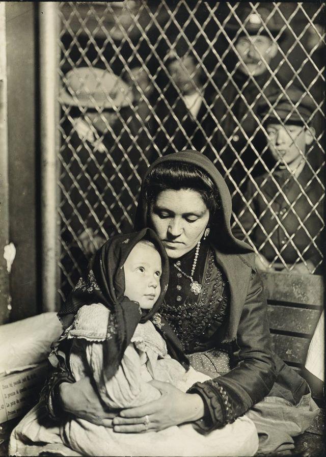 Мать с ребенком, остров Эллис, 1907 год
