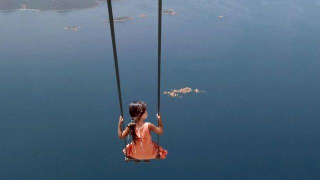 Блакитна Корсика у польоті, світлина Гелен Валлас