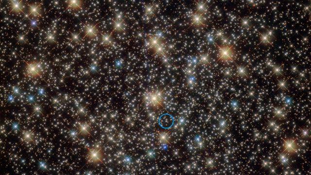 Se ha descubierto una estrella que orbita a un agujero negro con cuatro veces la masa de nuestro Sol.