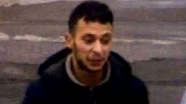 フランスのガソリンスタンドで昨年11月14日、パリ連続襲撃の翌日に撮影されたアブデスラム容疑者