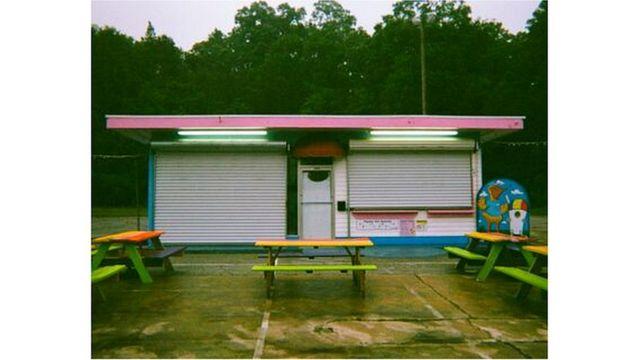 Tienda de helados cerrada.
