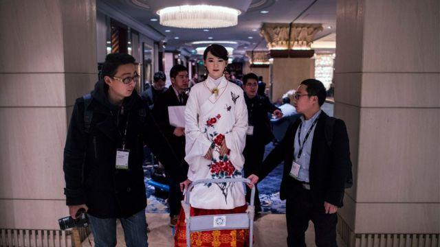 """Çinin Elm və Texnologiya universiteti tərəfindən yaradılmış """"Jia Jia"""" adlı robot"""