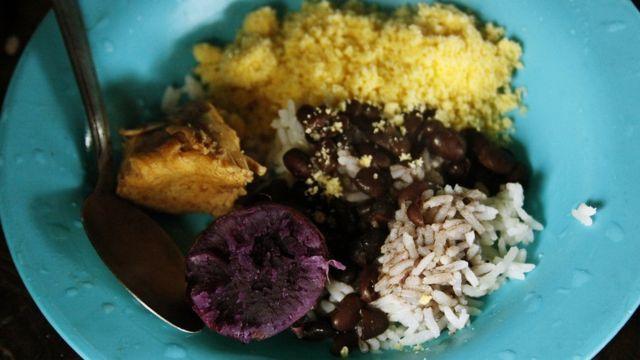 Cultivos guarani no prato: batata-doce, milho e feijão