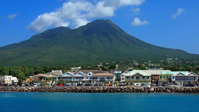 美国开国元勋亚历山大·汉密尔顿出生在一个鲜为人知的地方,这是一座名叫尼维斯的加勒比岛屿(图片来源:Peter Phipp/Travelshots.com/Alamy)