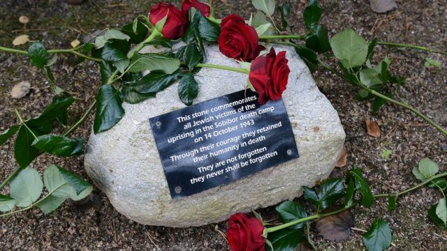 Russia warns Poland not to touch Soviet WW2 memorials