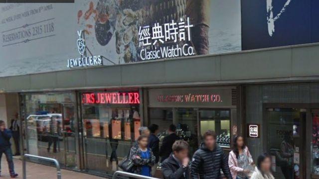 """涉事的商店""""經典時計""""拒絶評論案件,暫時未知店鋪會否派人到台灣取回贓物。"""