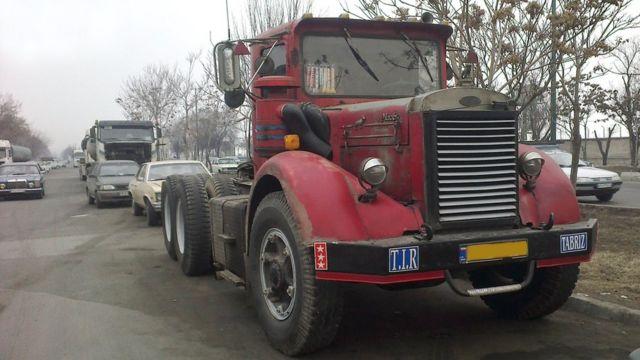 کشنده (تریلر) ماک ساخت دهه ۱۹۵۰ میلادی (بیش از ۶۰ سال پیش) حدود ۱۵۰۰ دستگاه کامیون با عمر بیش از ۵۰ سال هنوز در جادههای ایران حرکت میکنند.