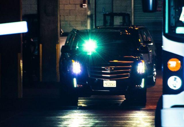 Секьюрити нарочно ослепили ветровое стекло автомобиля, чтобы не дать прессе сфотографировать Пейджа и Планта, фото 14 июня 2016 г.