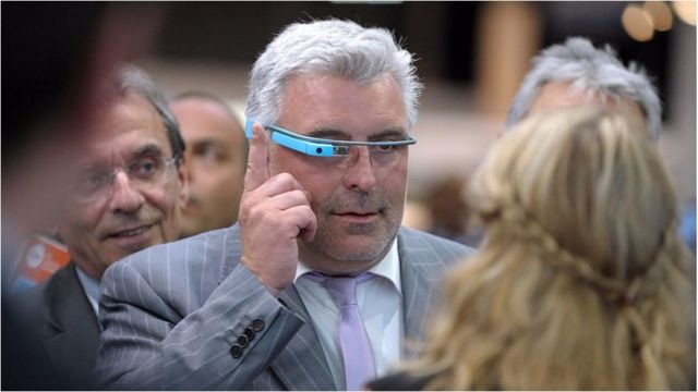 Bir çoxları düşünür ki, Google Glass onu taxanları axmaq kimi göstərir