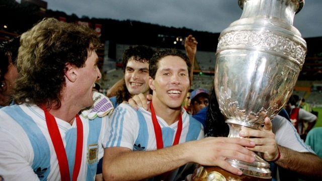 Simeone celebra las Copa América de 1991.