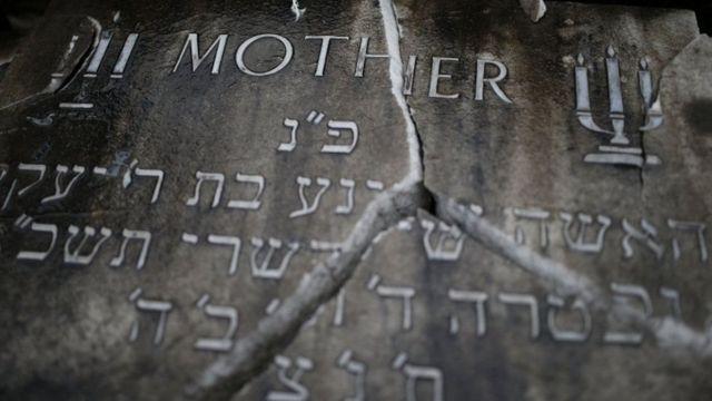 2016-cı ilin mayında Manchesterdə yəhudi məzarlığı dağıdılıb.