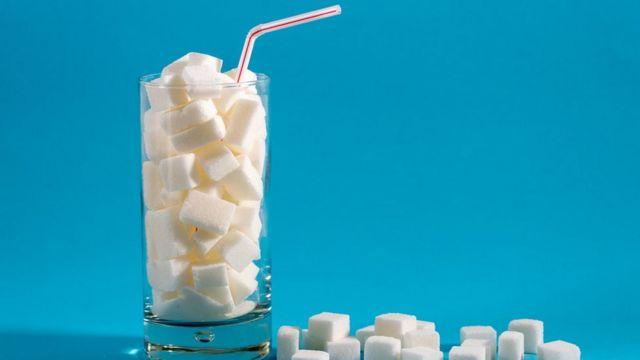 Copo cheio de açúcar