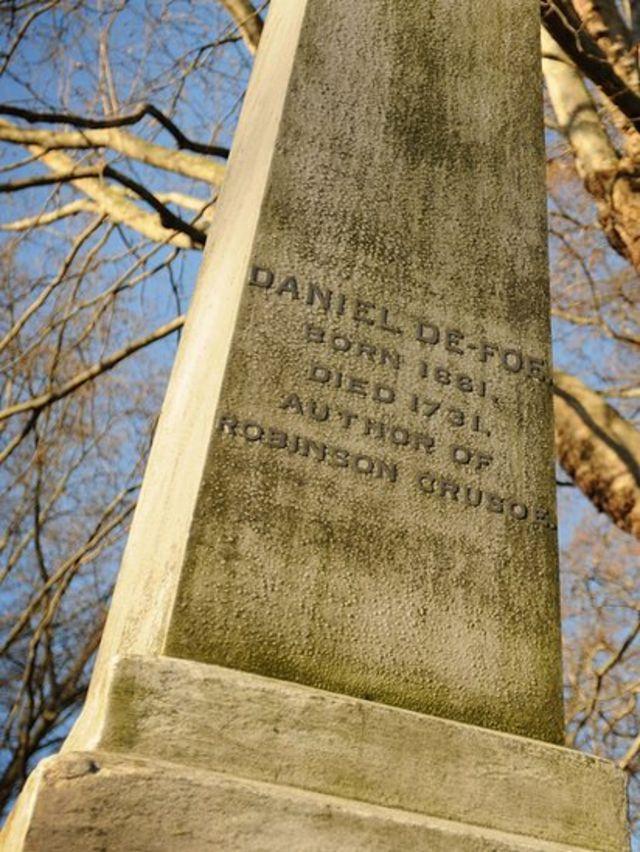 Могила Дэниэля Дефо на лондонском кладбище Бэнхилл Филдс