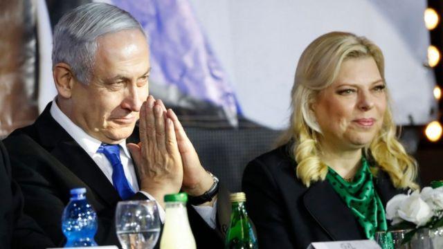 نتنياهو وزوجته في حشد انتخابي في تل أبيب