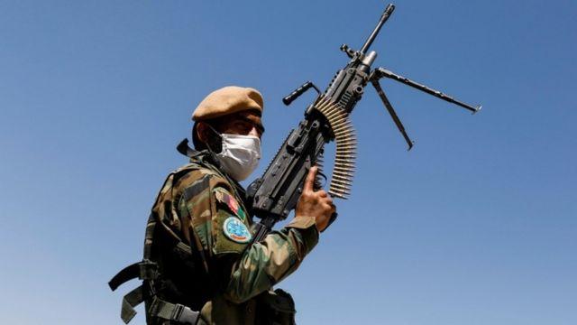 Афгансктй военный около Кабула