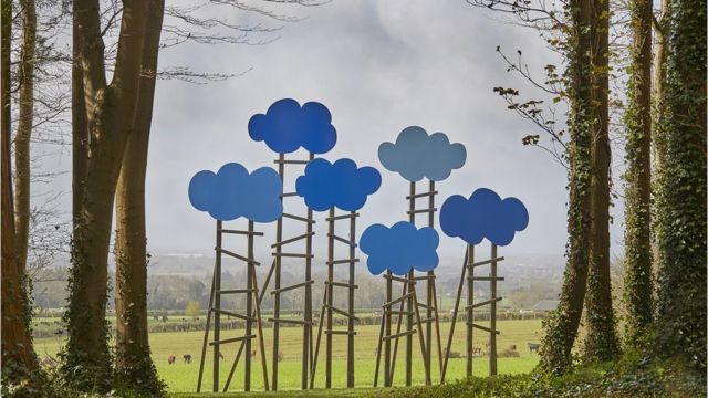 'I've seen people hugging sculptures'