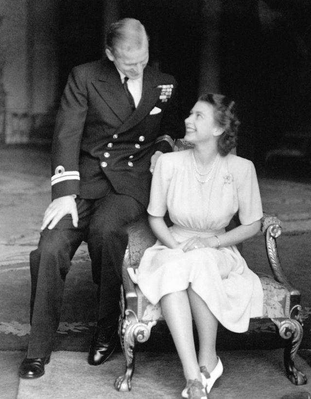 خطوبة الأميرة إليزابيث مع الملازم فيليب مونتباتن