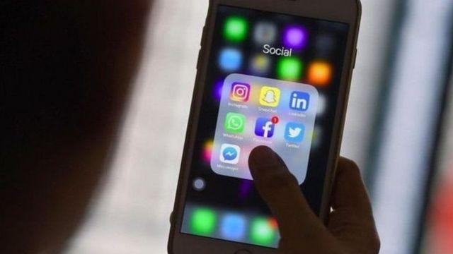 ફોન પર સોશિયલ મીડિયા