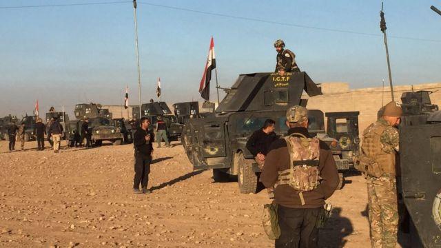 Iraq-I Golden Battalion advances towards Mosul. Picture: Feras Kilani