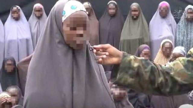L'une des lycéennes répond aux questions posées par un combattant de Boko Haram.