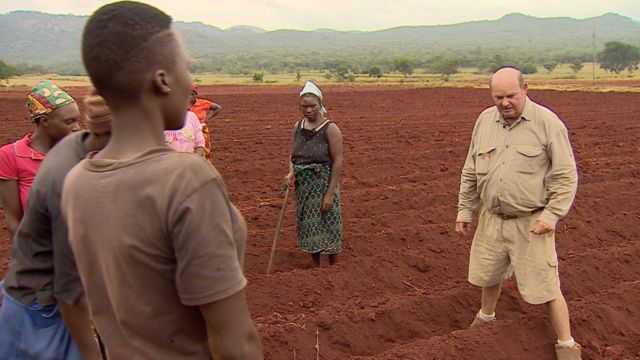 Zimbabwe's white farmers: Who will pay compensation?